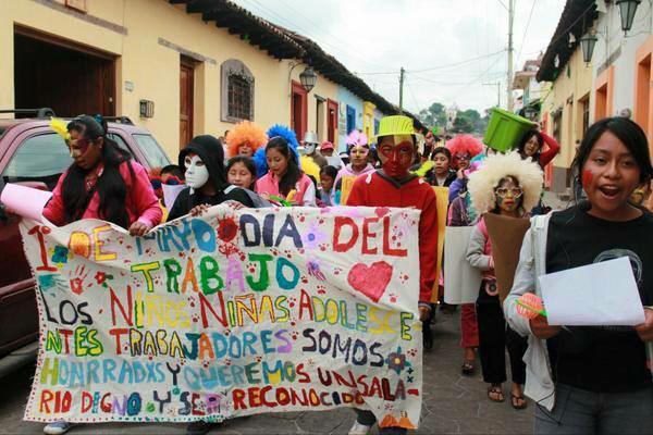 In San Cristóbal im mexikanischen Chiapas gingen Kinder für die Anerkennung ihrer Arbeit und ihrer Rechte auf die Straße