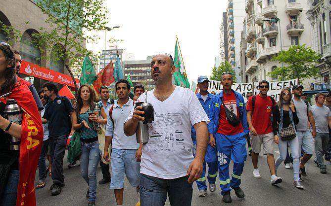 Aktivisten der Gewerkschaft PIT-CNT n Uruguays Hauptstadt Montevideo