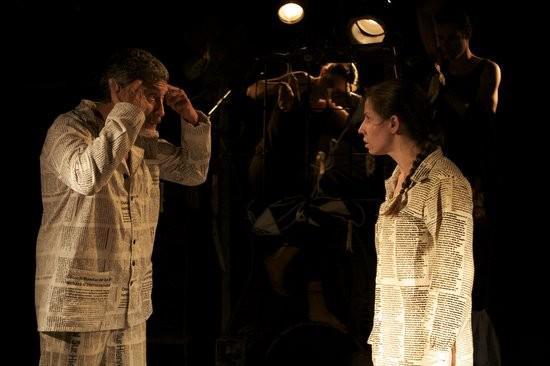 """Die Gruppe Teatro del Silencio aus Venezuela führte das Stück """"Famlientreffen von Toten"""" auf, das die Diktaturen in Südamerika in den 60er-, 70er- und 80er-Jahren und ihre Zusammenarbeit in der """"Operation Condor"""" zum Thema hat"""