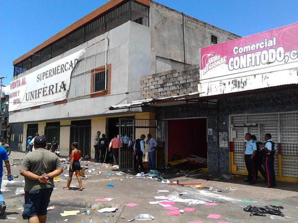 "Geplünderter Supermarkt ""Uniferia"" in San Félix"