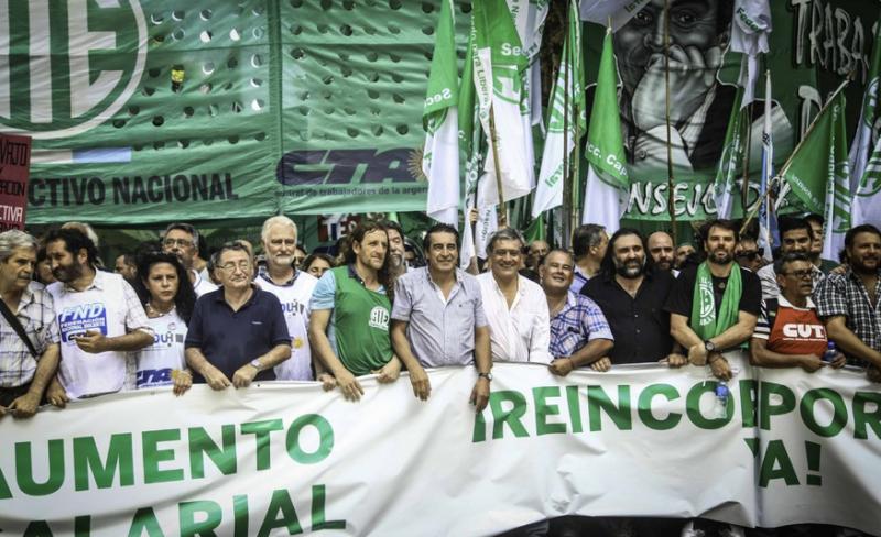 Gewerkschafter der ATE (Vereinigung der staatlichen Arbeiter) führten den Demonstrationszug an