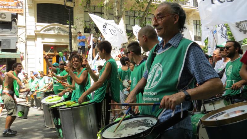 Musikalische Begleitung mit Trommeln ...