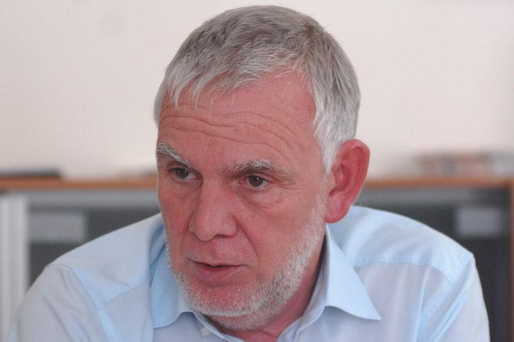 Der Staatssekretär im Bundesumweltministerium, Jochen Flasbarth, im Gespräch mit Prensa Latina