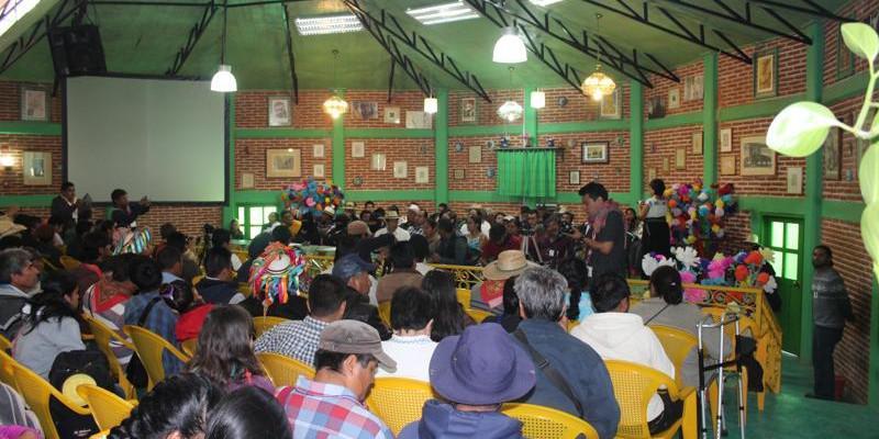 Bei der Eröffnungsveranstaltung in der Aula des Indigenen Zentrums zur integralen Ausbildung