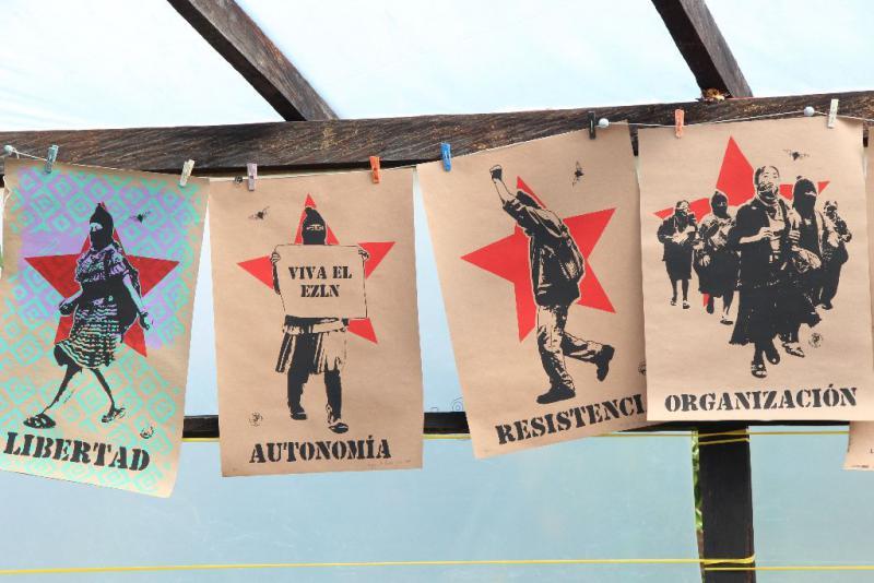 Freiheit, Autonomie, Widerstand, Organisation – Die zapatistischen Grundwerte auf Postern