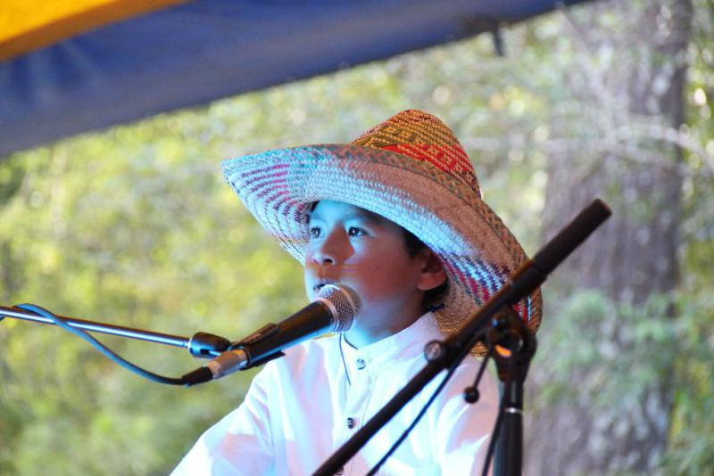"""Bei der Musikgruppe """"Sones de Guerrero"""" aus dem Bundesstaaten Guerrero harmonieren Klein und Groß und wissen die Zuhörer zu überzeugen"""
