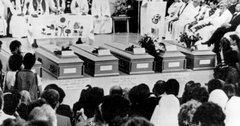 Beerdigung der Opfer des Massakers 1989