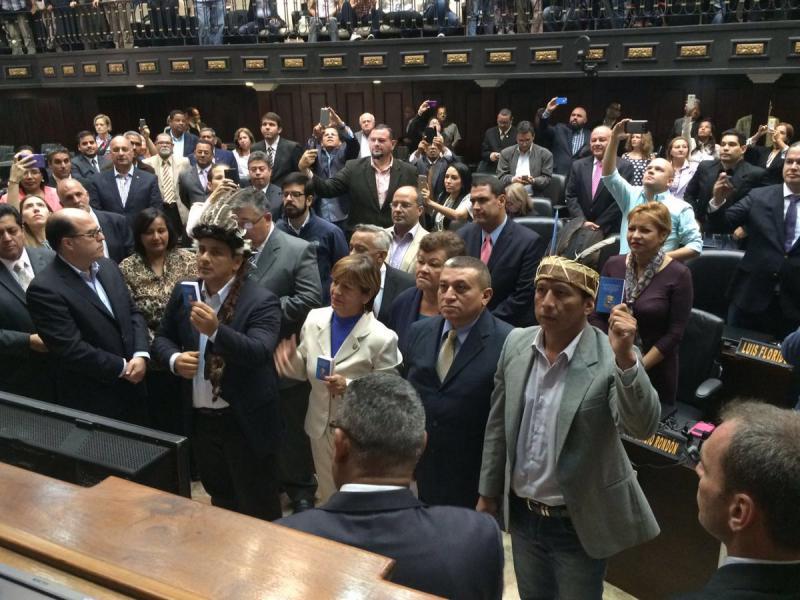 Am 28. Juli hatte Parlamentspräsident Allup die drei suspendierten Abgeordneten vereidigt
