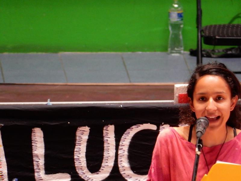 Die Tochter von Berta Cáceres, Berta Zuñiga Cáceres, fordert im Namen ihrer Familie eine unabhängige Internationale Untersuchungskommission für den Mord an ihrer Mutter. Sie und ihre Geschwister leben und studieren seit Jahren im Ausland aufgrund der Drohungen gegen ihre Familie
