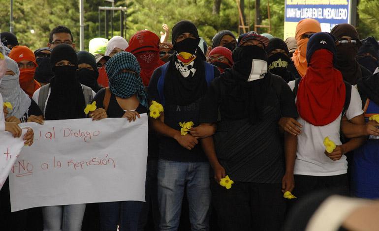 """Studierende der UNAH protestieren gegen Polizeigewalt und Kriminalisierung. """"Ja zum Dialog - Nein zur Repression"""""""