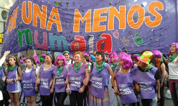 """""""Nicht eine weniger"""" – unter diesem Motto organisieren Frauen im ganzen Land die Kampagne gegen Frauenmorde"""
