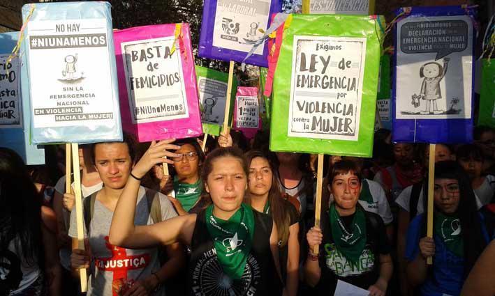 Die Frauen fordern ein Notstandsgesetz angesichts der vielen Morde an Frauen