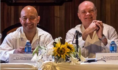 Der spanische Staatssekretär García-Legaz (links) und Kubas Minister für Außenhandel, Malmierca Díaz, am 19. Mai in Havanna