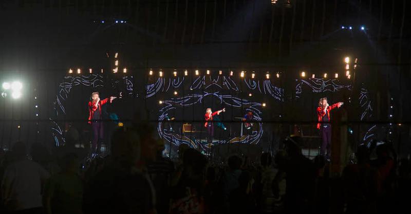 Gegen 20:40 kommen die Rolling Stones auf die Bühne
