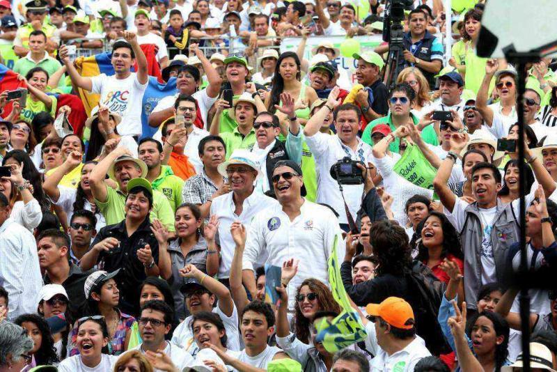 An den offiziellen Feierlichkeiten in der Hafenstadt Guayaquil am Samstag nahmen Vizepräsident Jorge Glas (Bildmitte, mit Hut) und Präsident Rafael Correa (rechts neben Glas) teil