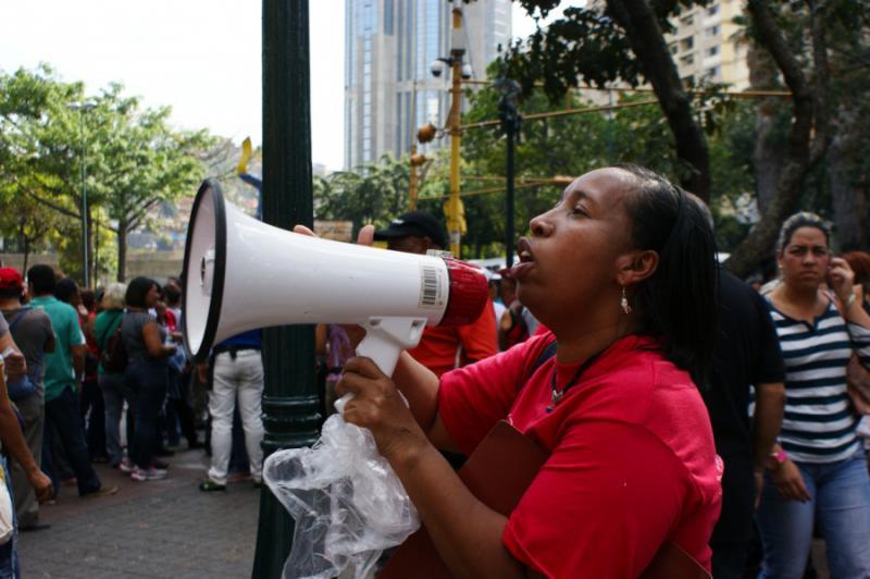 In Parolen erinnern die Demonstrierenden daran, dass die Wohnungen und Häuser von Chavistas gebaut wurden und der Bevölkerung gehören