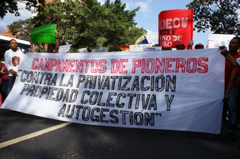 """""""Pionierlager - gegen Privatisierung, für kollektives, selbstverwaltetes Eigentum"""""""
