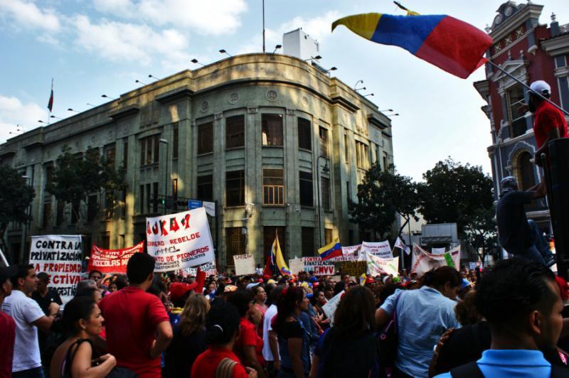 """Vor dem Sitz des Vizepräsidenten endete die Demonstration. Die """"Siedlerbewegung"""" übergab eine Petition mit mehreren Vorschlägen zur Organisierung in den Gemeinden, Infrastruktur und Gesetzen"""