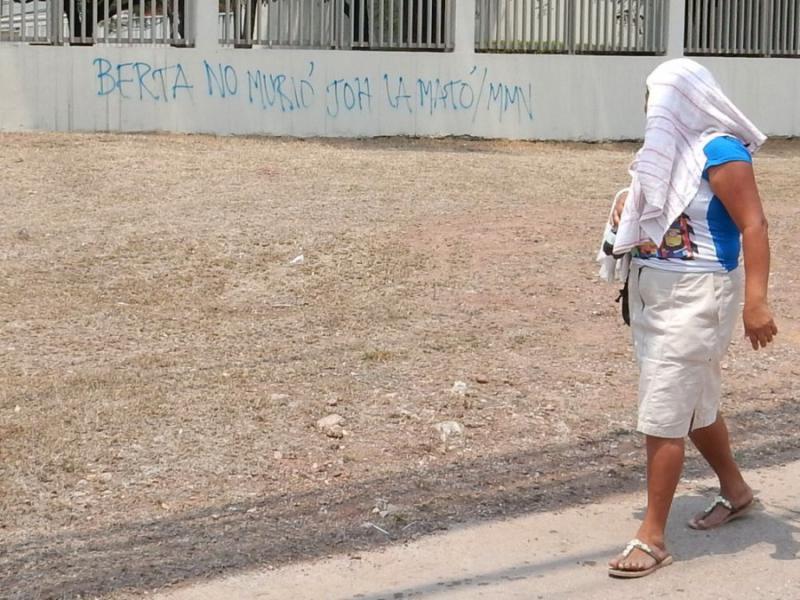 """""""Berta ist nicht gestorben, JOH hat sie umgebracht"""". (Juan Orlando Hernández ist amtierender Präsident von Honduras)"""