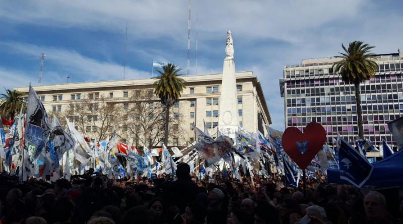 """Vor allem Sympathisanten der Oppositionspartei """"Frente para la Victoria"""" suchten den öffentlichen Schulterschluss mit den Menschenrechtlerinnen, die von ihnen als moralische Instanz akzeptiert werden"""