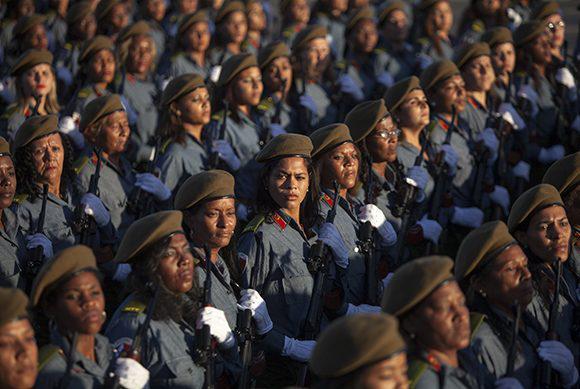Weibliche Angehörige der Streitkräfte.