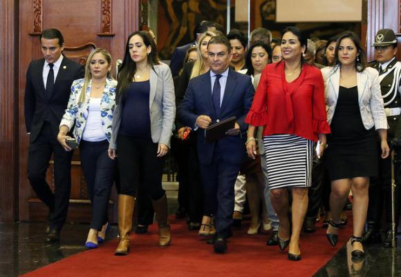 Die Mehrheit der Abgeordneten der Regierungspartei von Ecuador, Alianza País, unterstützt den amtierenden Präsidenten