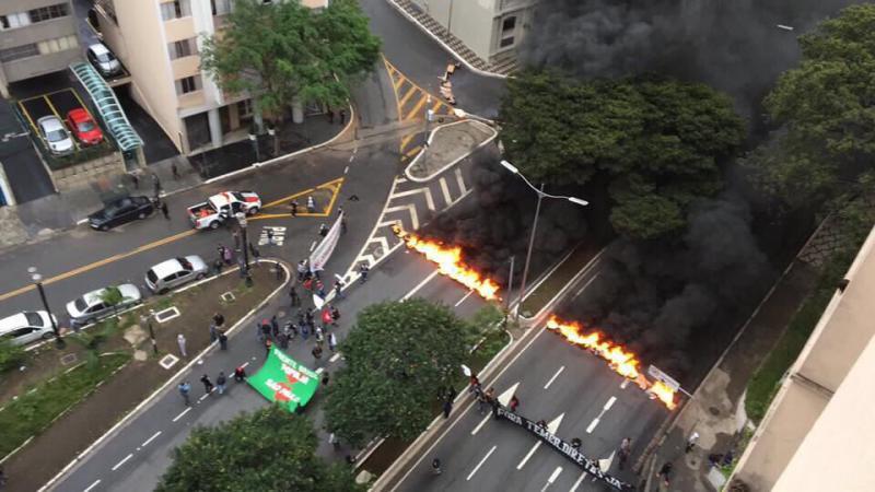 Geschlossen: Die Avenida 23 de maio in São Paulo