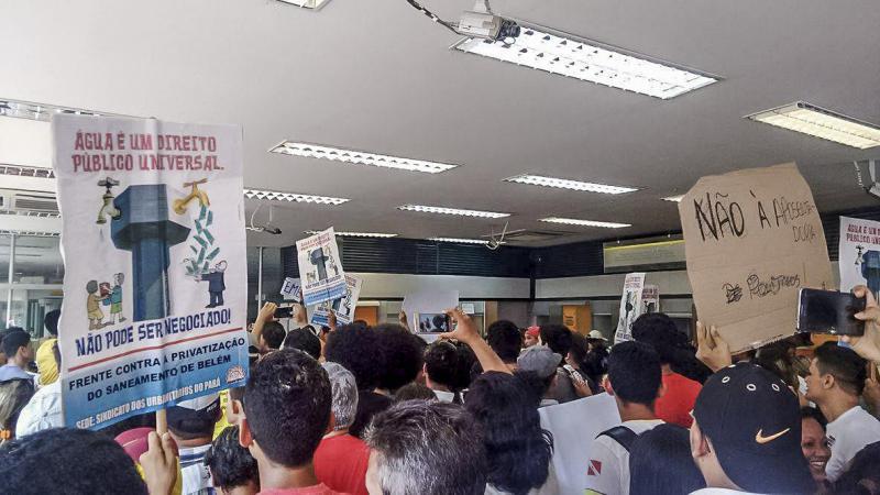 Demonstranten besetzten eine Bank