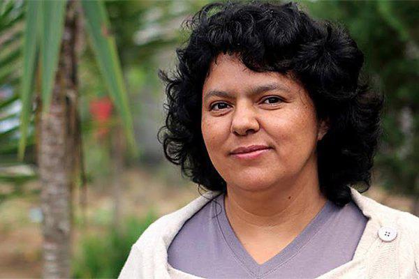 Im November erschien ein Bericht, nach dem der Mord an Cáceres vor allem auf die Leitung von Desa und die staatlichen Sicherheitskräfte zurückzuführen ist