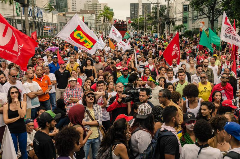Protestkundgebung vor dem Sitz des Industrieverbandes in Vitória