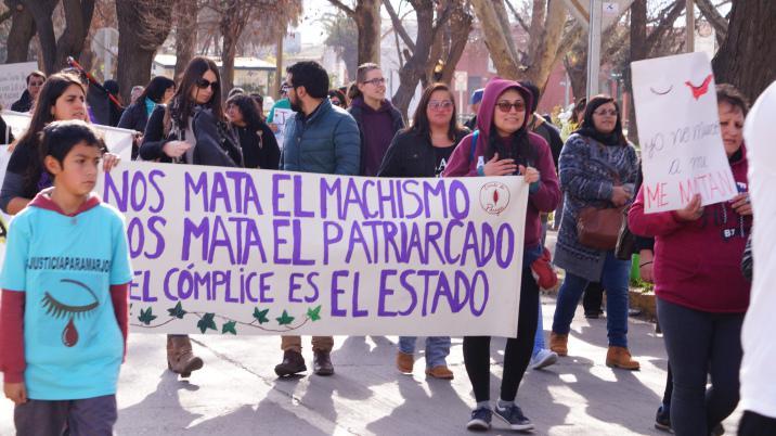 """Frauen in Chile protestieren gegen Gewalt: """"Uns tötet der Machismus – Uns tötet das Patriarchat – Der Komplize ist der Staat"""""""