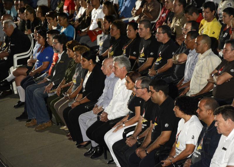 Führende Politiker und Regierungsvertreter wie José Ramón Machado Ventura und Miguel Díaz-Canel (Bildmitte) nahmen ebenfalls an der Gedenkveranstaltung teil