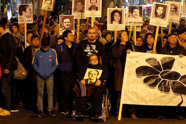 Schweigemarsch für die Verschwunden in Montevideo, Uruguay, am 16. Mai 2016. Die Angehörigen der Diktaturopfer sind enttäuscht über die Freisprüche in Italien