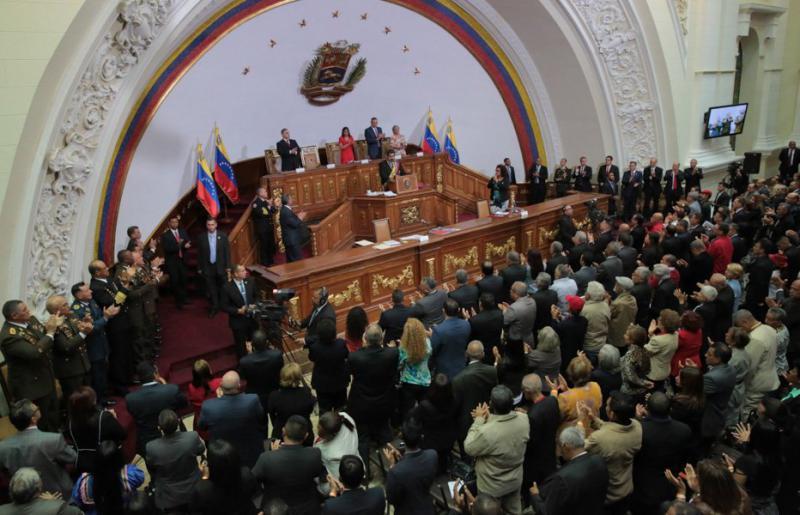 Venezuelas Präsident Maduro legte der verfassunggebenden Versammlung acht Gesetzesprojekte für die Wirtschaft