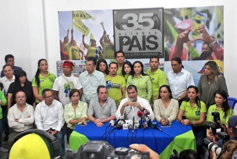 Der frühere Präsident von Ecuador, Rafael Correa, bei der Pressekonferenz in Guayquil am Samstag
