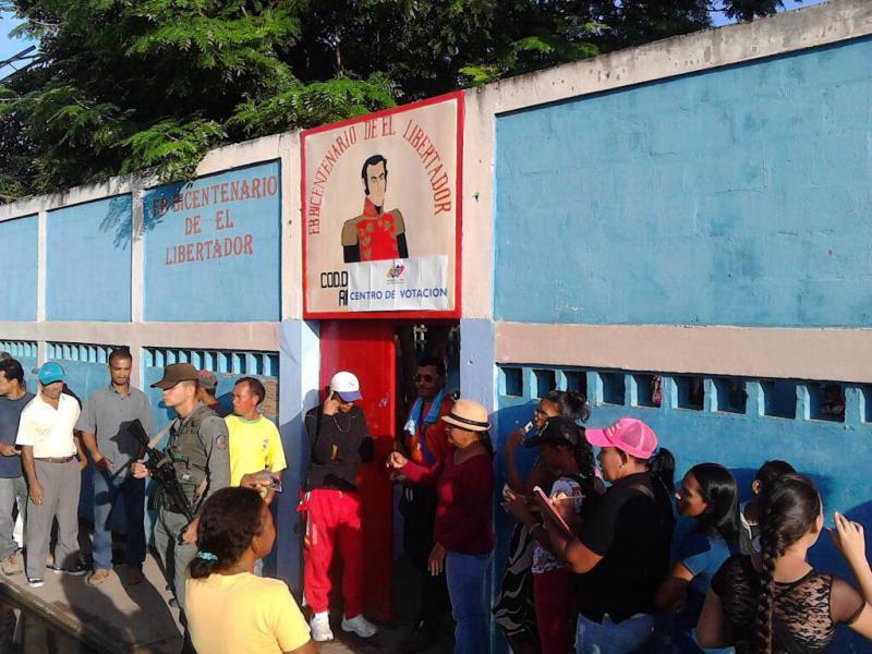 Für die Wahlen der Gouverneure für die 23 Bundesstaaten Venezuelas wurden mehr als 13.500 Wahllokale eingerichtet