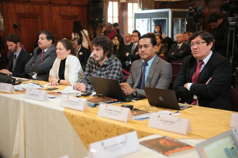 Internationale Nichtregierungsorganisationen (NGO) und Vertreter der Regierung Ecuadors nahmen an dem Seminar über den Kampf gegen Steuerparadiese teil