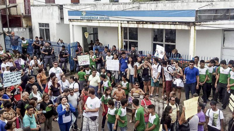 Lehrer und Schüler in Tefé streiken gemeinsam gegen Kürzungen im Bildungsbereich