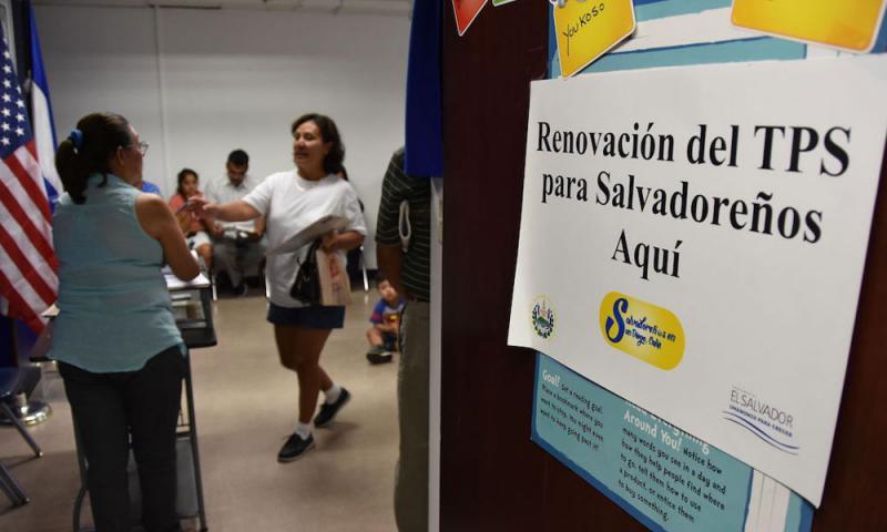 Würde das Schutzprogramm TPS Anfang März 2018 wie geplant auslaufen, wären 190.000 Salvadorianer von der Abschiebung aus den USA bedroht