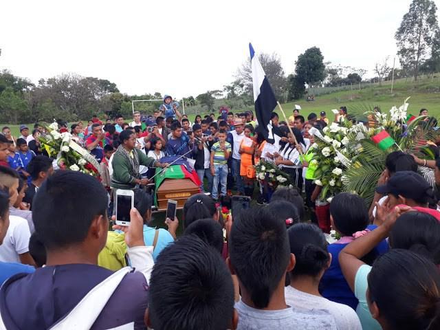 In den Kondolenznachrichten an den ermordeten José Domingo Ulcué wird immer wieder für seinen Einsatz als Lehrer gedankt