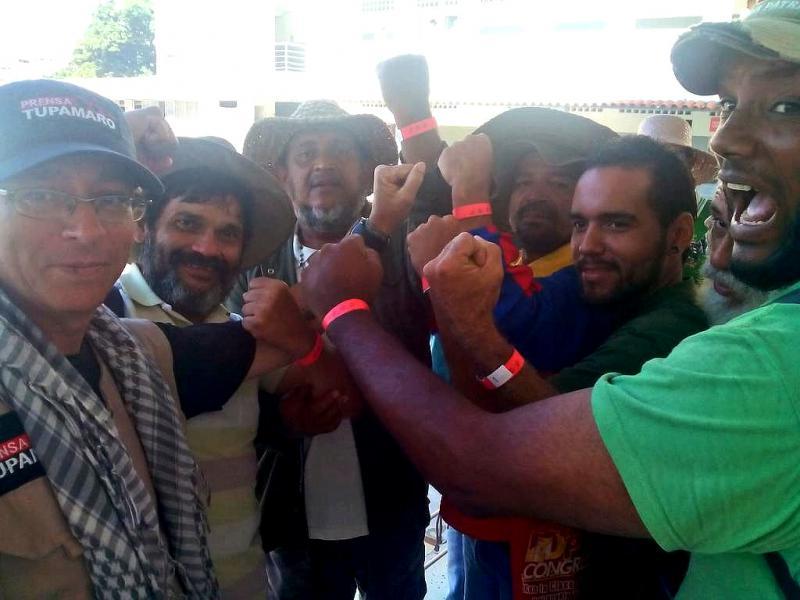 Am Donnerstag konnten die Marschierer, versehen mit roten Armbändern, dann in den Präsidentenpalast