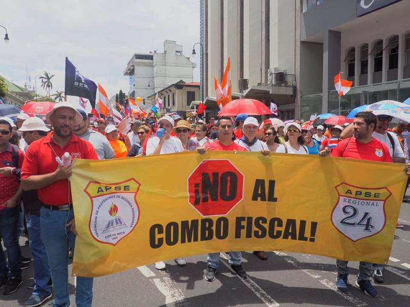 Mitglieder der am Generalstreik beteiligten Lehrergewerkschaft APSE bei einer Demonstration gegen die Steuerreform in Costa Rica