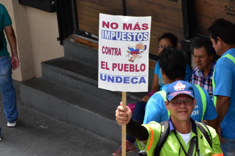 """""""Keine weiteren Steuern gegen das Volk"""": Die Proteste in Costa RIca gegen die Steuerreform und Austeritätsmaßnahmen reißen nicht ab"""
