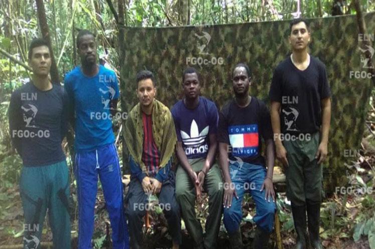 Die von der ELN am Mittwoch freigelassenen Gefangenen wurden in Kolumbien an das Internationale Rote Kreuz übergeben