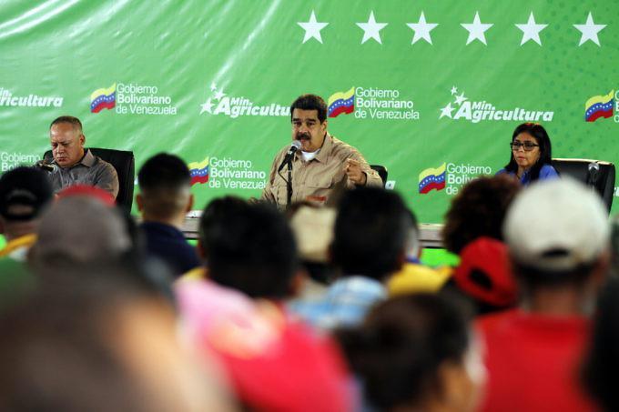 Der Präsident ordnete die sofortige Rückgabe der Ländereien an vertriebene Bauern an. Vizepräsidentin Delcy Rodríguez und Diosdado Cabello sollen dies sicherstellen