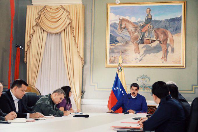 Venezuelas Präsident Maduro gab gemeinsam mit seinem Kabinett die Wirtschaftsreformen bekannt