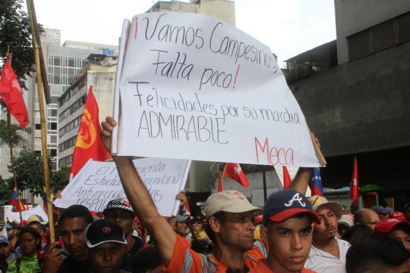 Auf dem Weg ins Zentrum wurden sie von Aktivisten sozialer Bewegungen und politischer Parteien begrüßt