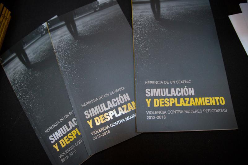 Titelblatt des Cimac-Berichts: Erbe aus sechs Jahren - Simulation und Vertreibung - Gewalt gegen Journalistinnen 2012-2018