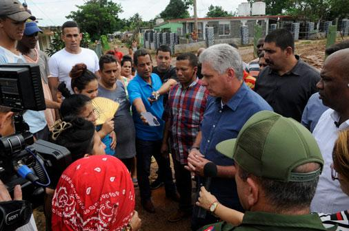 """Kubas Präsident Miguel Díaz-Canel besuchte die von Hurrikan """"Michael"""" betroffenen Gebiete am Mittwoch"""