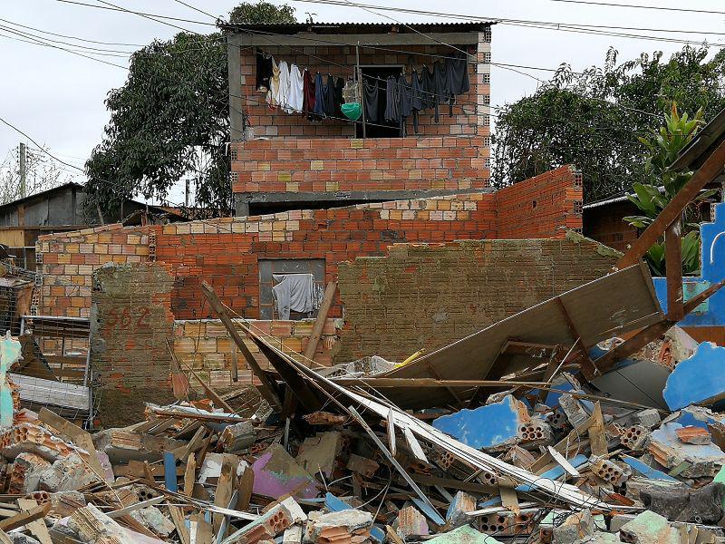 Haus in Trümmern nach Zwangsumsiedlung in Vila Nazaré